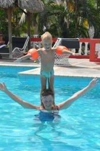 Acrobatiek van oma en Stijn