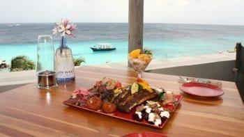 Koraal Curaçao restaurant lunch zwembad
