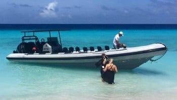 met de Powerboat naar Klein Curaçao