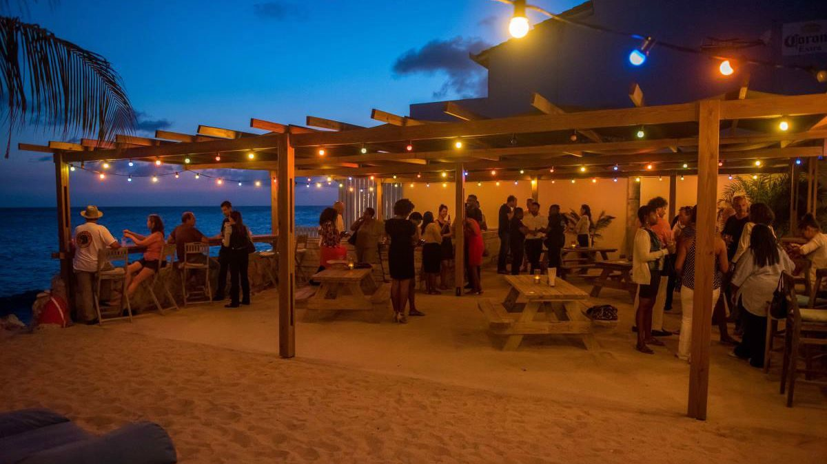 scuba lodge curacao strand city beach 88 happy hour 1200x675