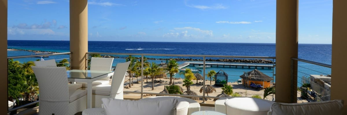 The Beach House Curacao Royal Sea View DeLuxe uitzicht over zee