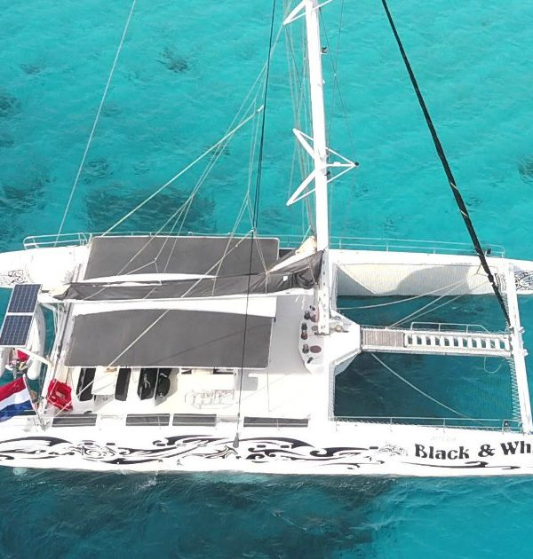 catamaran klein curacao black white