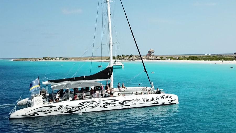 Catamaran Klein Curaçao zeilen