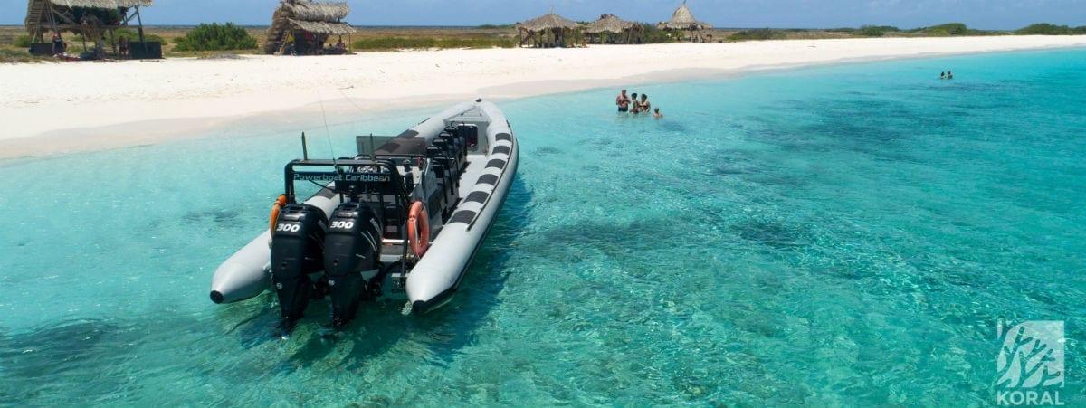 Klein Curacao met Powerboat
