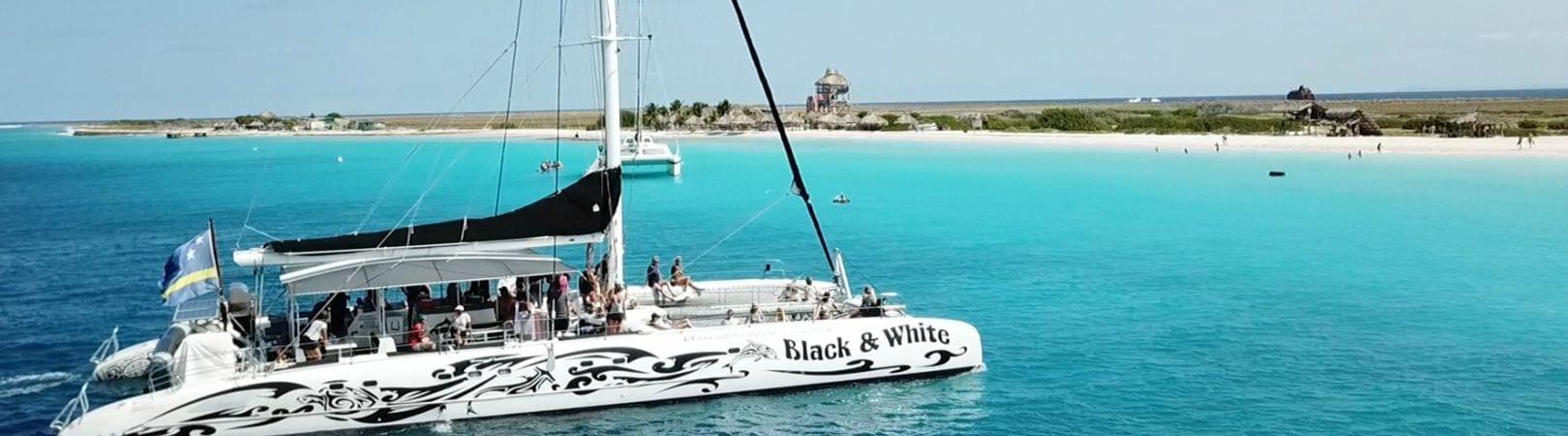Klein Curaçao met catamaran Black & White