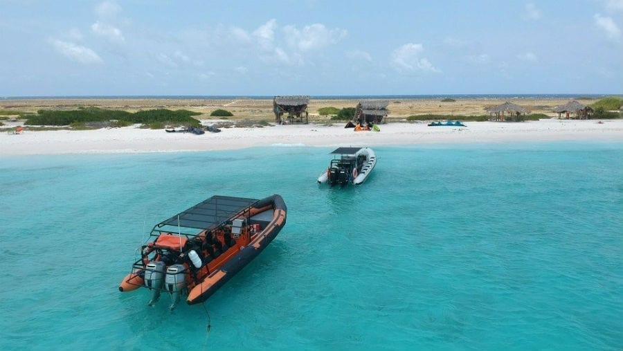 Powerboat Klein Curacao boottrip: snel en niet zeeziek