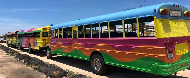 bustour-curacao-gekleurde-bus