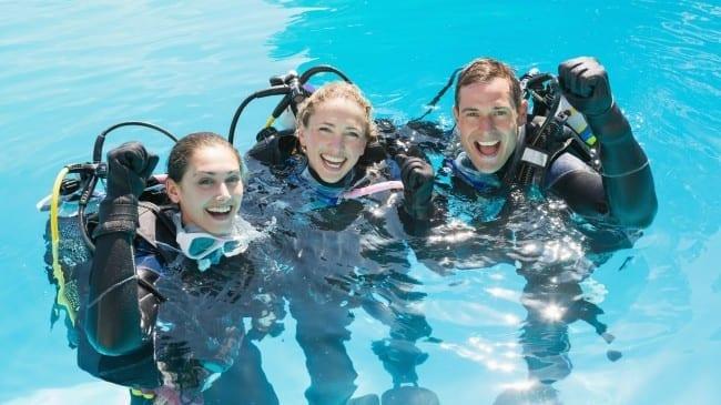duiken op curacao: introductieduik in het zwembad