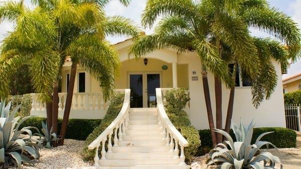 vakantiehuis-curacao-villa-kas-orana-palmbomen