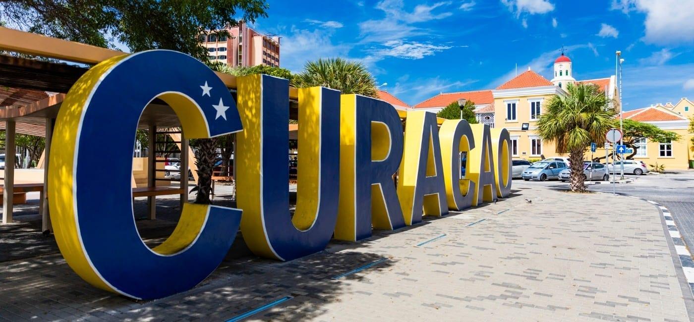 Curacao letters op het Wilhelminaplein