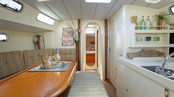 Kajuit van Galaxie Curaçao zeilboot