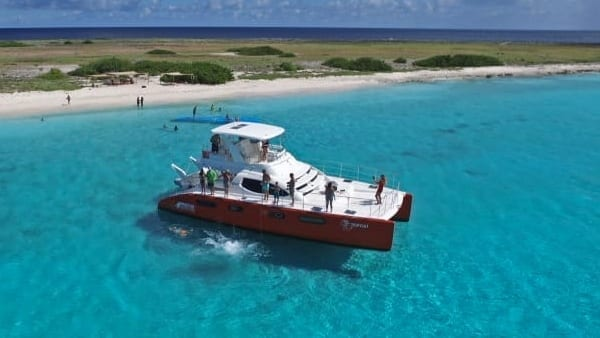 curacao catamaran Top Cat Breeze mini-catamaran