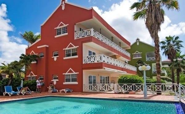 letsgocuracao appartement zwembad 600x371 1
