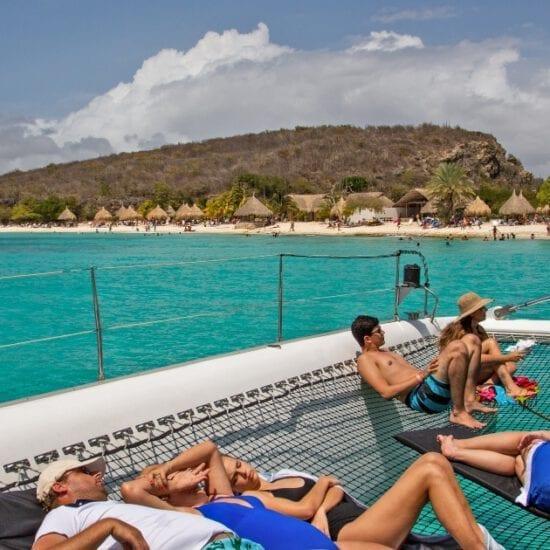 westkust beach hopping met Black & White catamaran