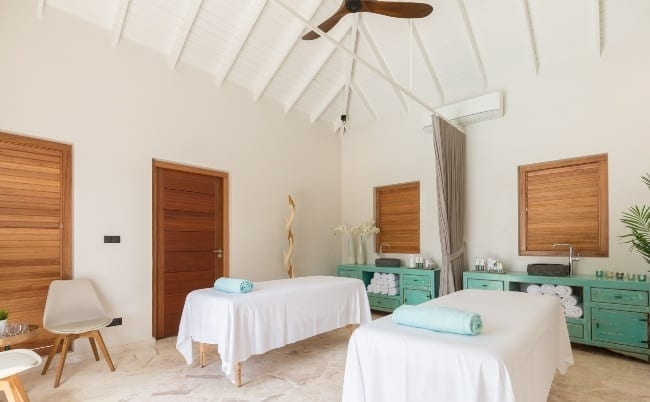dolphin suites curacao massage 650x402 1 1
