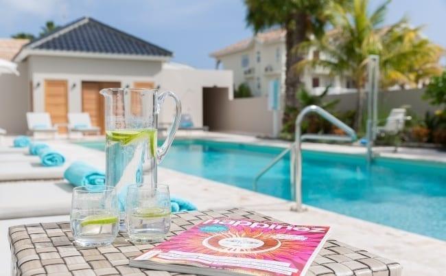 Dolphin Suites Curacao - zwembad voorkant