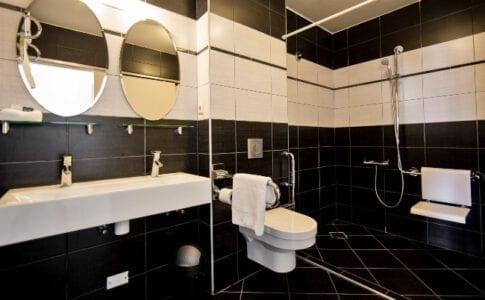 dolphin suites curacao - suite badkamer