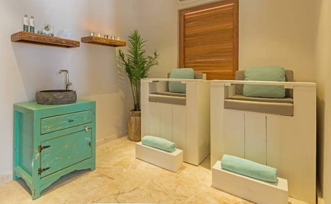 dolphin suites curacao wellness pedicure 650x402 1